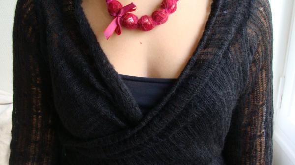 collection 2009 veste rectangle et collier rouge cerise
