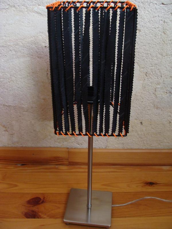 abat-jour en lanière de chambre à air recyclée et élastique