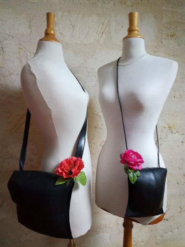 les jumelles : sacs en chambre à air et fleurs en plastique recyclées