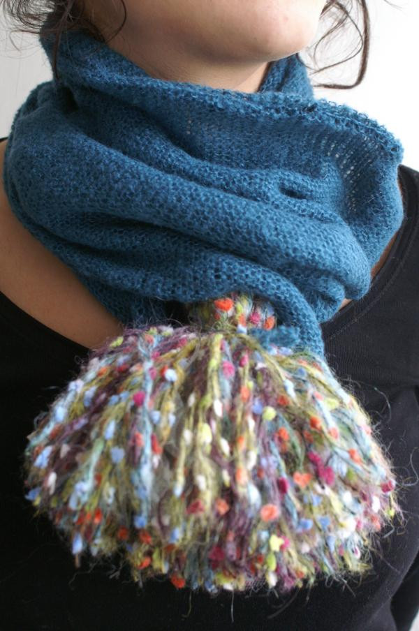 collection 2011 écharpe pompon bleue